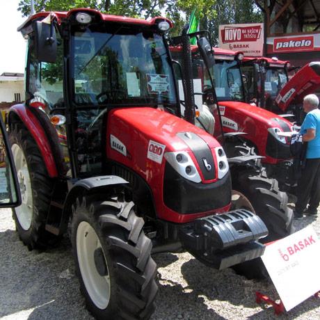 Traktori Bašak se razbaškarili na sajmu