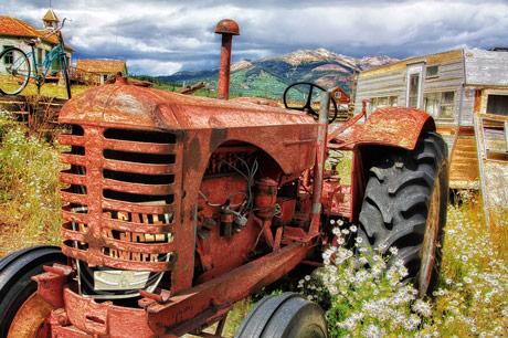 Preregistracija traktora. O čemu razmišlja Vlada, a o čemu MUP?!